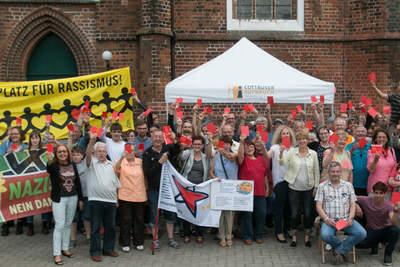 Rote Karte gegen Rechtspopulisten! - Cottbus hat wieder Farbe bekannt