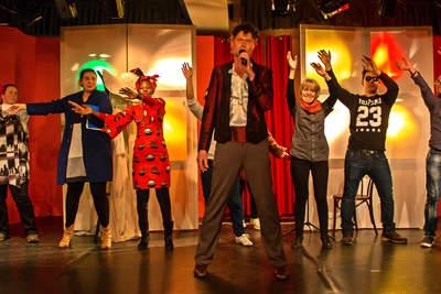 "DNS – Bürgertheater ganz international spielte ""Herr Theo Bitte"" am 30. März 2016"